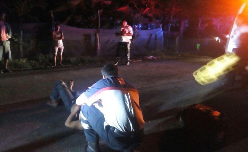 El lesionado recibió los primero auxilios por parte de paramédicos de la Cruz Roja. (Carlos Castillo/SIPSE)