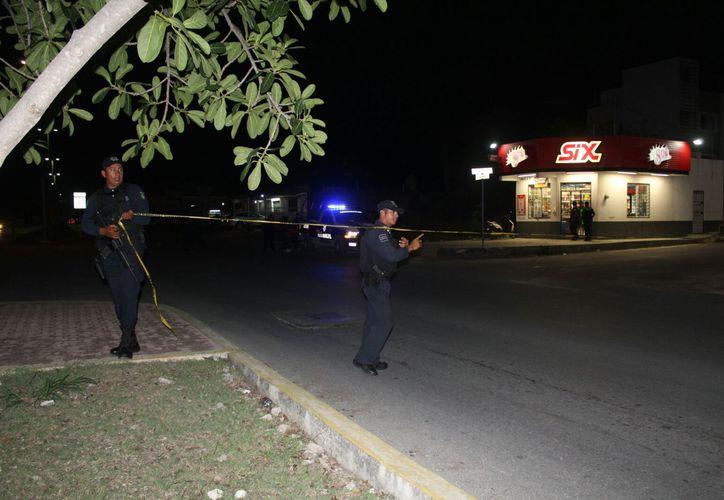 Un hombre fue herido de bala la noche de ayer en la colonia Ejido de Playa del Carmen. (Irelis Leal/SIPSE)