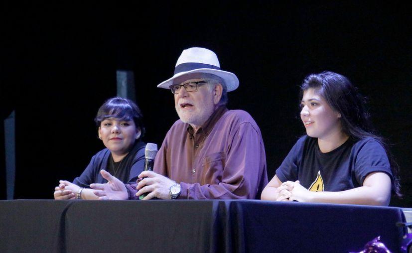 El director Julio Nava informó que en la obra los personajes son interpretados  por siete alumnos de distintas carreras Universidad Anáhuac. (Foto: José Acosta/Novedades Yucatán)
