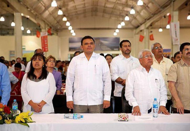 El Gobernador (c) encabezó la ceremonia conmemorativa del 40 aniversario del Movimiento Antorchista Nacional. (Cortesía)