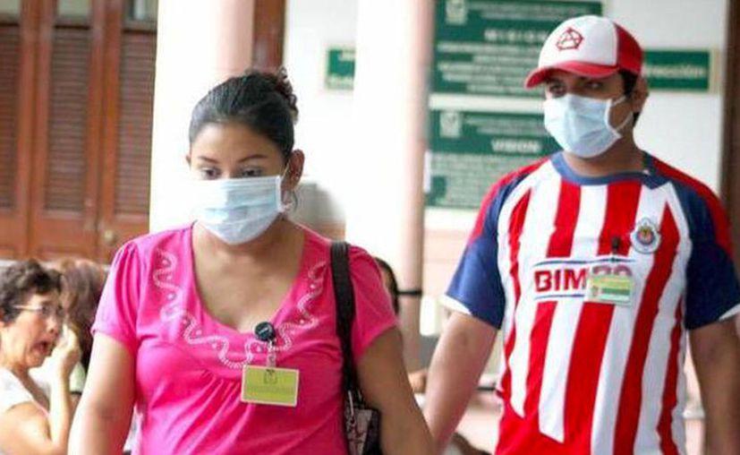 En caso de tener un cuadro gripal, utilizar tapabocas y acudir con el especialista. (Novedades Yucatán)