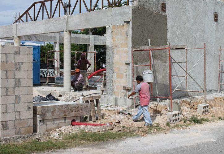 La industria de la construcción resultará afectada debido al incremento en el precio de los combustibles. (Harold Alcocer/SIPSE)