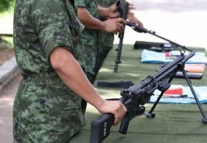 El septiembre del año pasado, la 34 Zona Militar logró canjear 39 armas, 9 granadas y mil 506 cartuchos a cambio de apoyos económicos y despensas. (Archivo/SIPSE)