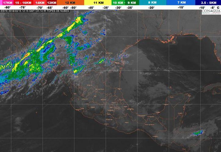 Se prevé un cielo medio nublado, lloviznas aisladas por la tarde en el estado. (Conagua)