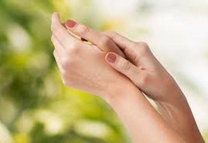 Ahora ya sabes cómo cuidar tus manos y mantenerlas más suaves que la seda. (Contexto)
