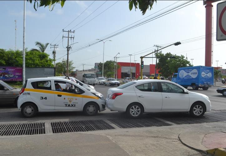 El choque ocurrió en la avenida Erick Paolo Martínez, de Chetumal. (Redacción/SIPSE)