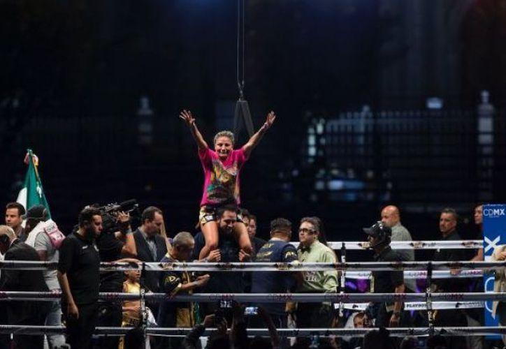 Tras 10 rounds, las tarjetas le favorecieron a la mexicana, Barbie Juárez. (Ernesto Pérez/Récord).