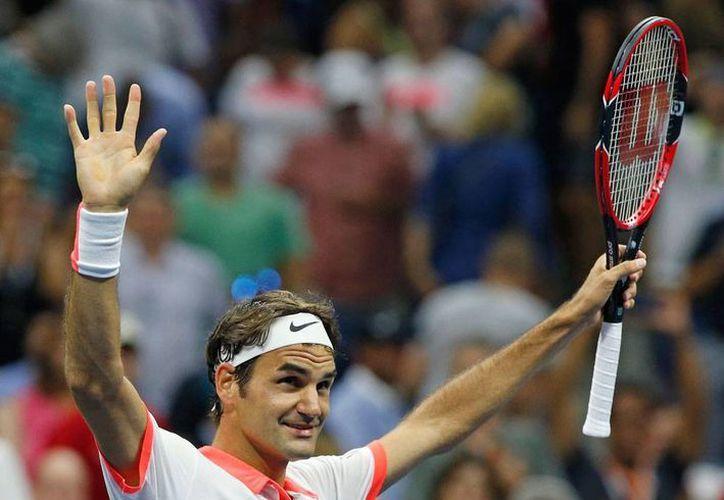 Roger Federer avanzó a cuartos de final del Abierto de Estados Unidos. (AP)