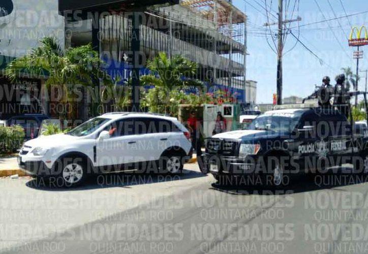 Los hechos se registraron frente a un restaurante de la avenida Cobá. (Redacción/SIPSE)