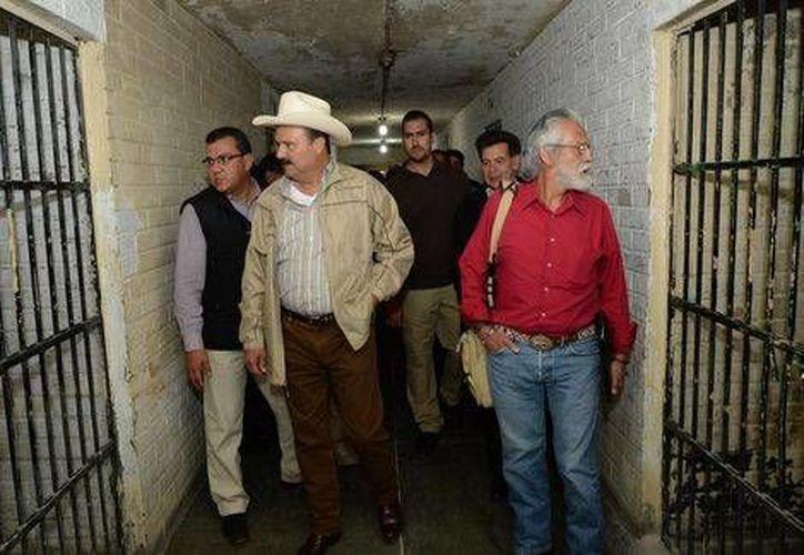 El gobernador César Duarte Jáquez realizó un recorrido por el penal municipal de Guachochi, Chihuahua. (Juan José García Amaro)