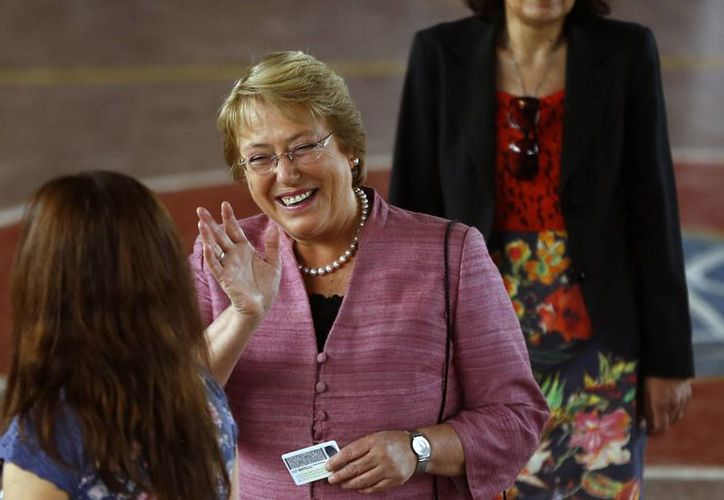 Los votos obtenidos por Bachelet coincide con el pronóstico del Centro de Estudios Público, quien dijo que la exmandataria sacaría un 47% frente a un 14% de Matthei. (Agencias)