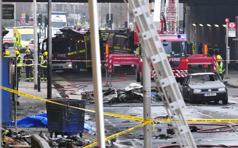 Cae helicóptero en céntrica calle de Londres   Noticias de