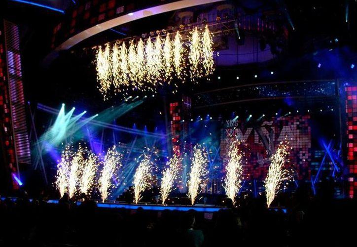 Imagen de contexto de una inauguración del Festival Internacional de la Canción de Viña del Mar; los organizadores eliminaron la entrega de los premios Antorcha de Plata y de Oro, por lo que a partir de 2015 sólo se entregarán Gavitas de Oro y de Plata. (wikipedia.org)