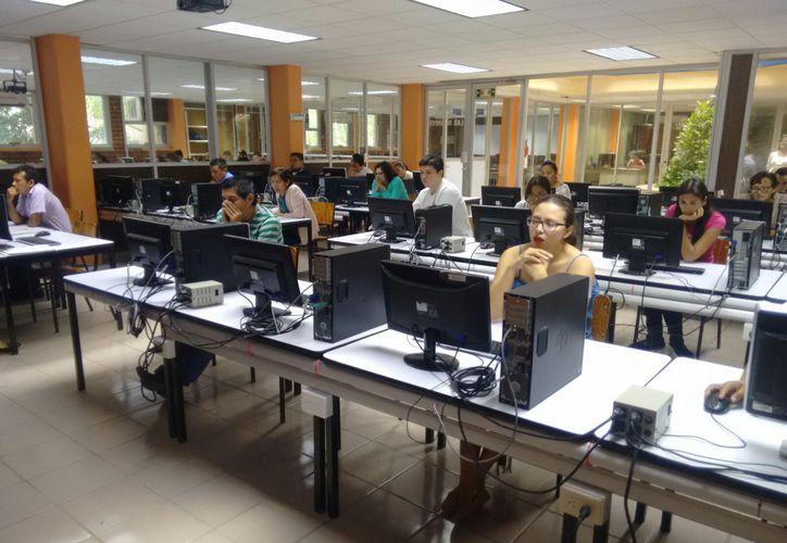 Se registraron mil 615 docentes para presentar el examen. (Foto: Redacción)
