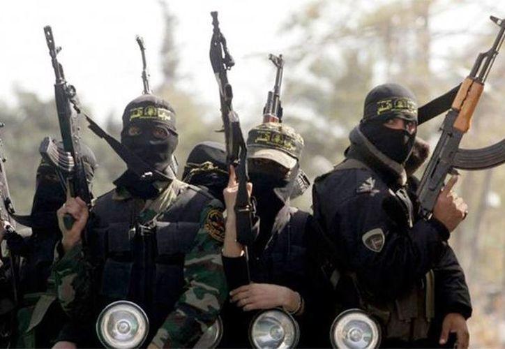 Imagen de yihadistas integrantes del Estado islámico. Reportan el balance de las personas asesinadas por estos rebeldes. (Archivo/EFE)