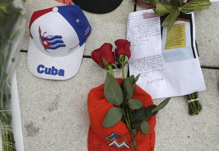 Memorial en honor a José Fernández, pitcher cubano de 24 años de Marlins de Miami. (AP)
