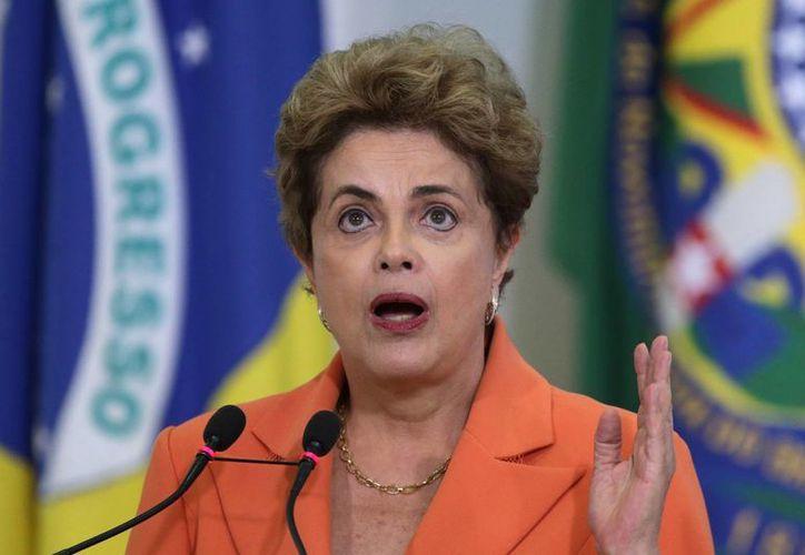 El poco apoyo popular con el que cuenta Dilma Rousseff agrava la crisis que sacude a su gobierno. (AP)