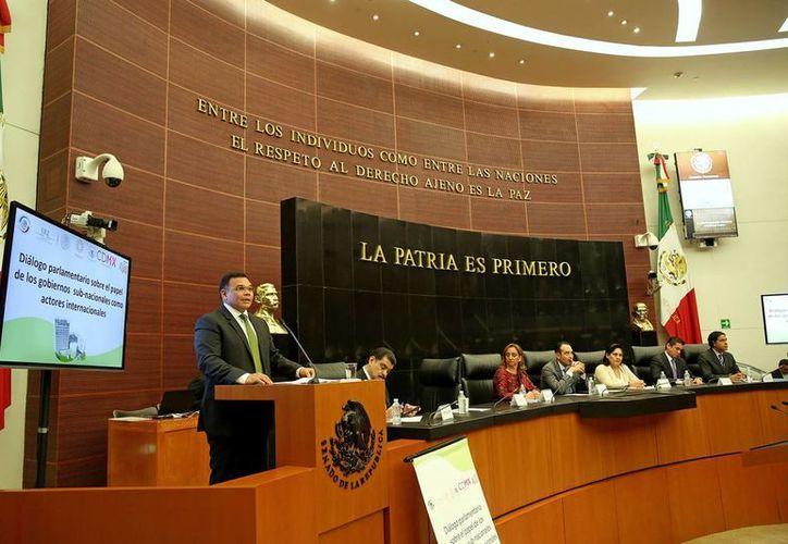 Rolando Zapata Bello en el Senado de la República, donde participó en un foro sobre el proceso de internacionalización de las entidades federativas. (Cortesía)