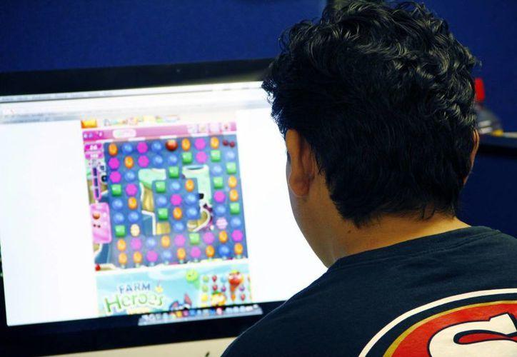 """Personas de 20 a 30 años, principales """"clientes"""" de los juegos en línea. (SIPSE)"""