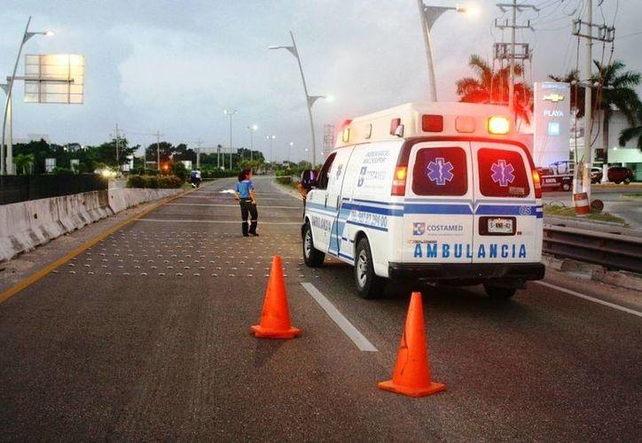El hombre perdió la vida al ser atropellado al intentar cruzar la parte baja de un puente. (Redacción/SIPSE)