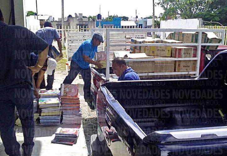 Los padres de una escuela primaria tuvieron que pagar mil pesos de la renta de una camioneta. (Jesús Tijerina/SIPSE)