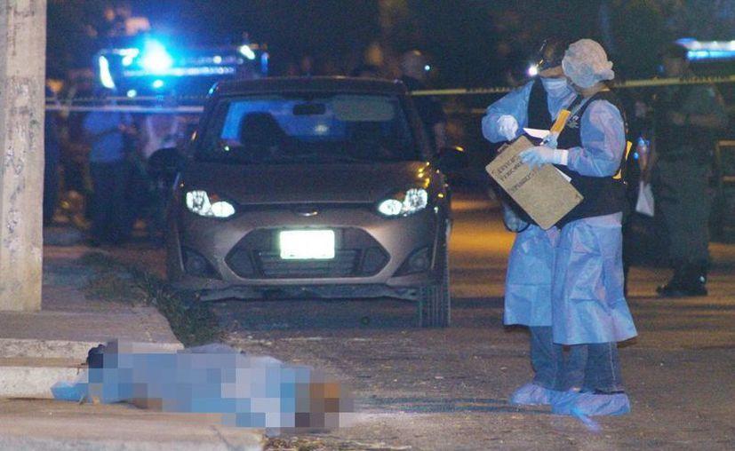 El cadáver de la víctima quedó tirado en una calle de la colonia Amalia Solórzano. (Milenio Novedades)