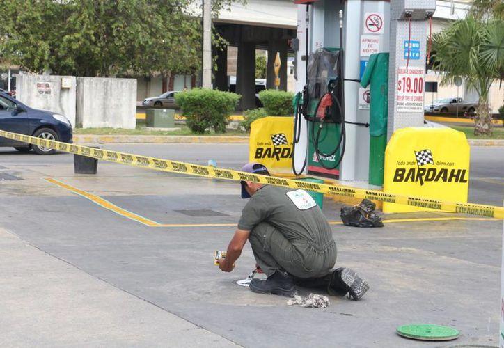 Los trabajadores aprovecharon el tiempo para realizar trabajos de limpieza y pintura a sus instalaciones. (Adrián Barreto/ SIPSE)