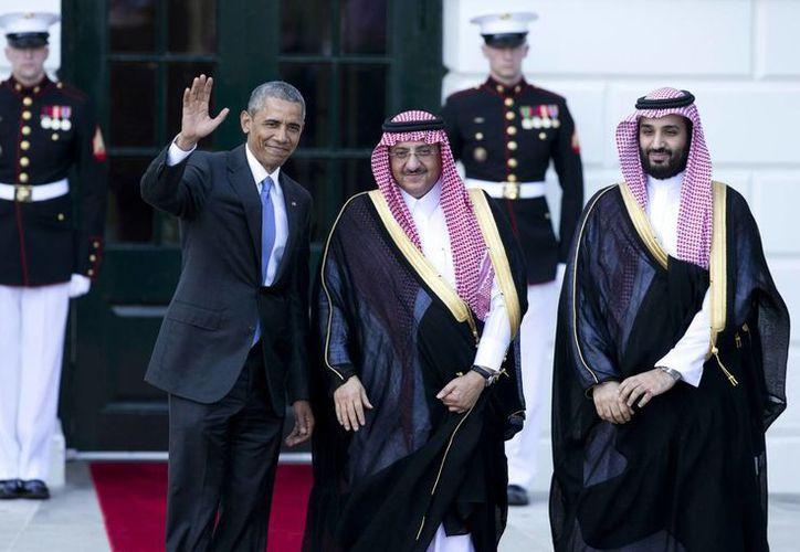 Obama recibió al príncipe heredero saudí Mohammed bin Nayef y al ministro de Defensa de ese país, el también príncipe Mohammed bin Salman. (AP)