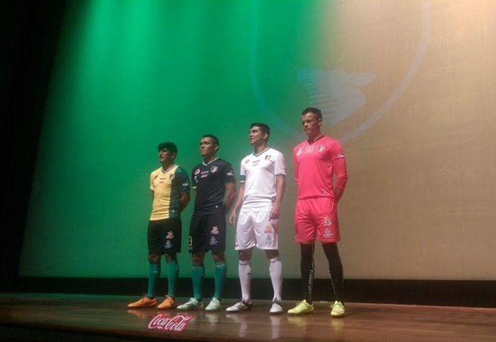 Presentación de jugadores y de los uniformes que utilizará el equipo Venados Futbol Club Yucatán. (Marco Moreno/SIPSE)