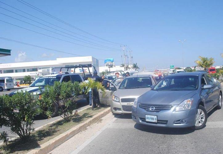 La mujer persiguió y le cerró el pasó al vehículo en el que viajaban sus asaltantes. (Redacción/SIPSE)