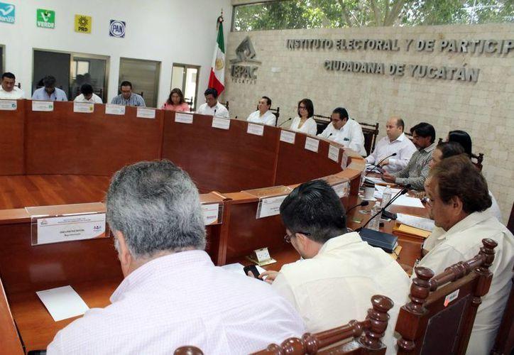 El Iepac expidió y envió este lunes las constancias de mayoría a los diputados locales plurinominales Moisés Rodríguez Briceño, Rafael Montalvo Mata y Manuel Argáez Cepeda. (SIPSE)