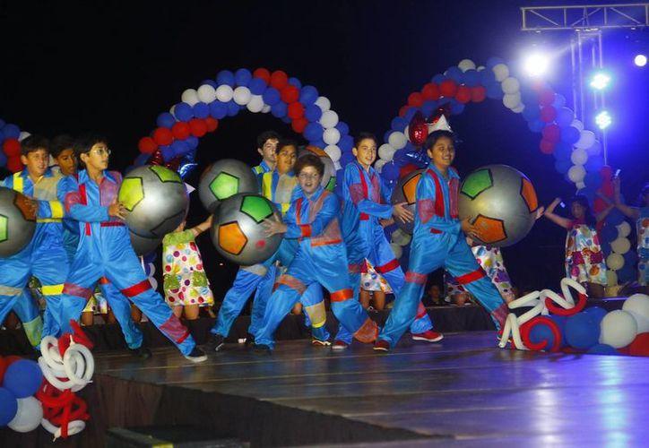 """Lucida ceremonia de inauguración de la Copa """"Champagnat"""". (Milenio Novedades)"""