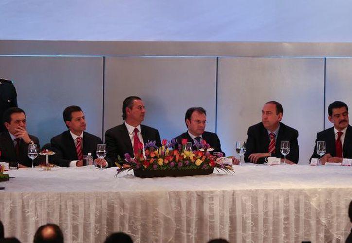 El gobernador Roberto Borge Angulo fue invitado por los empresarios que conforman la Concanaco-Servitur. La ceremonia se realizó en la Ciudad de México. (Cortesía/SIPSE)