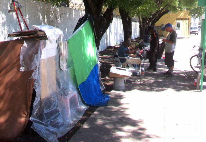 Los indigentes se multiplican por las calles de Miami. (Notimex)