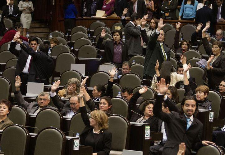 La fracción perredista cuenta ahora con 102 legisladores. (Archivo/Notimex)