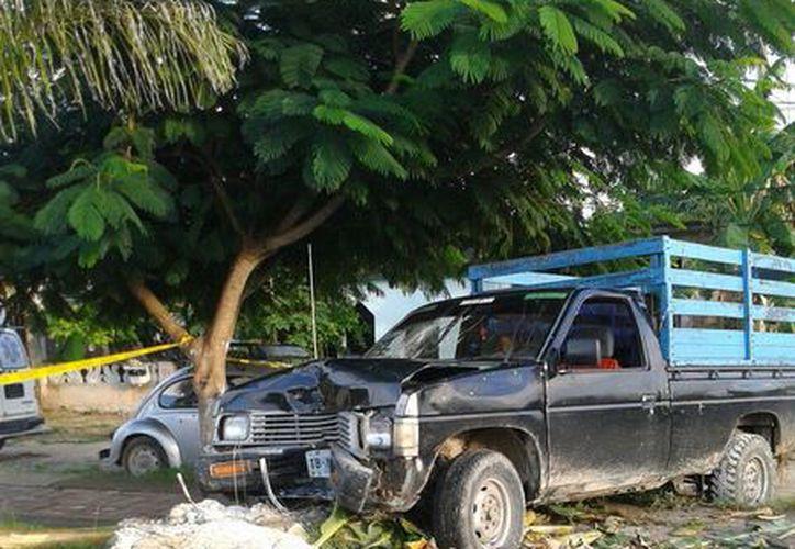 La camioneta fue trasladada al área que se utiliza como corralón a un costado de la antigua alcaldía. (Redacción/SIPSE)