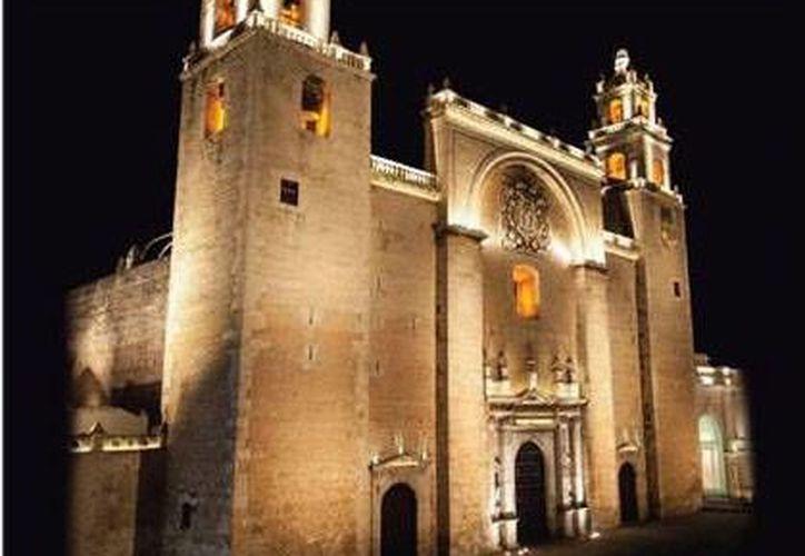 Carátula del libro 'La Catedral de Mérida', del historiador Miguel A. Bretos, que será presentado este miércoles 18 de diciembre. (SIPSE)