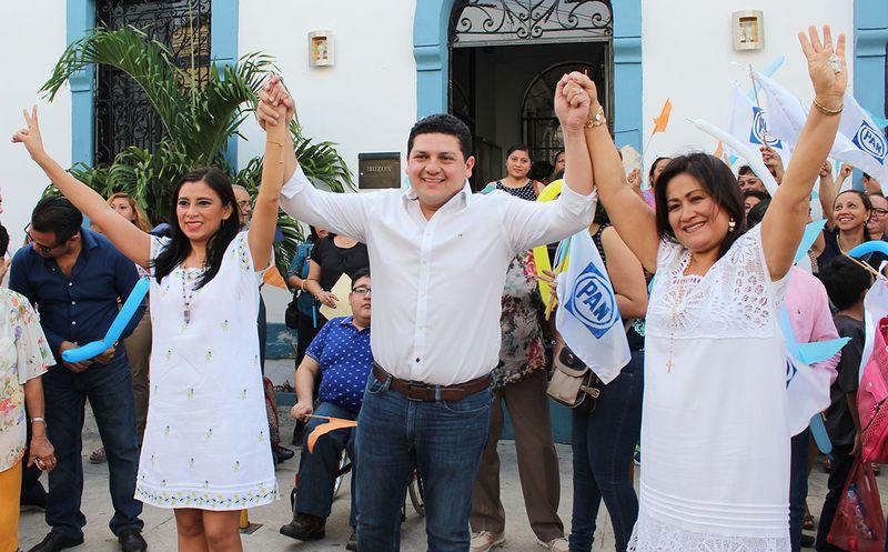 El regidor estuvo acompañado de su familia, militantes de su partido, así como de militantes del Movimiento Ciudadano.
