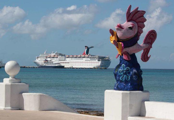 Se estima que unos 20 mil 700 turistas pasarán el Día del Amor y la Amistad en la isla de las golondrinas. (Gustavo Villegas/SIPSE)