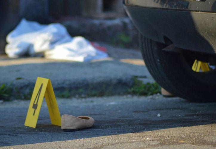 La mujer encontrada sin vida en una banqueta de Cozumel, el domingo por la mañana, trabajaba en un centro nocturno. (Gustavo Villegas/SIPSE)