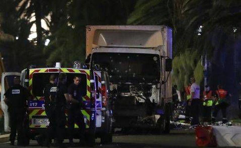 La Secretaría de Relaciones Exteriores reportó a cuatro mexicanos desaparecidos tras el ataque en Niza, Francia. (AP)