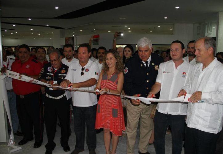 Corte de listón inaugural de la Expo Bomberos. (Miguel Ángel Ortiz/SIPSE)