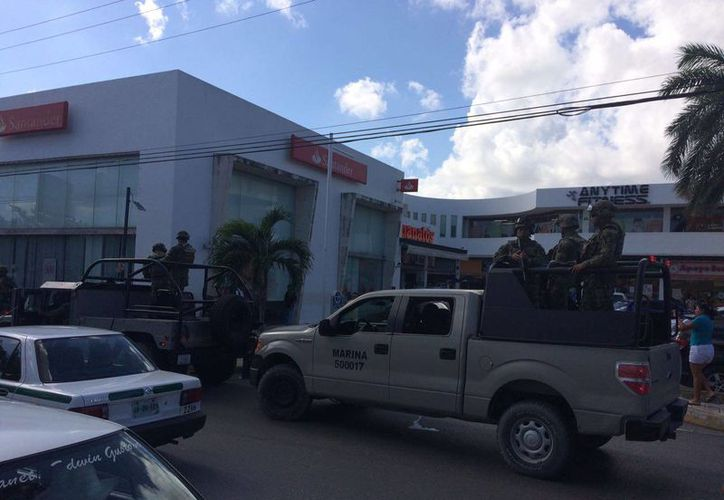 Al lugar arribó personal de Marina y de la Cruz Roja Mexicana. (Luis Soto/SIPSE)
