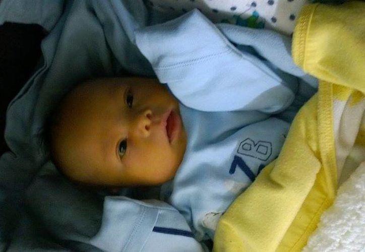 El pequeño Leo es 'absolutamente hermoso', dijo su orgulloso padre Samuel. (Excélsior)