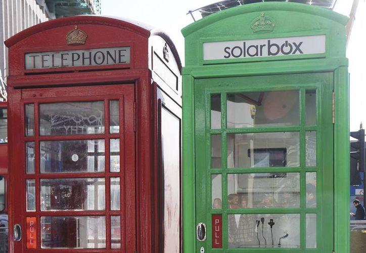 Algunas de las cabinas son usadas como cajas solares de recarga de batería. (Notimex)