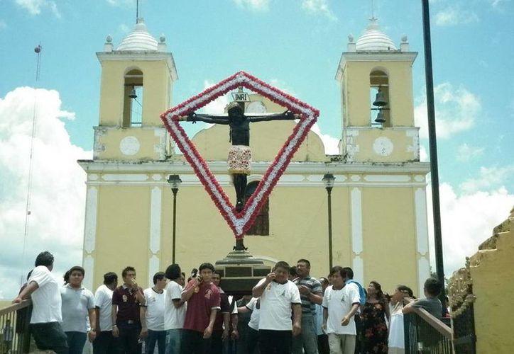 Un ejemplo de cómo se vive la fe en Yucatán. (SIPSE)