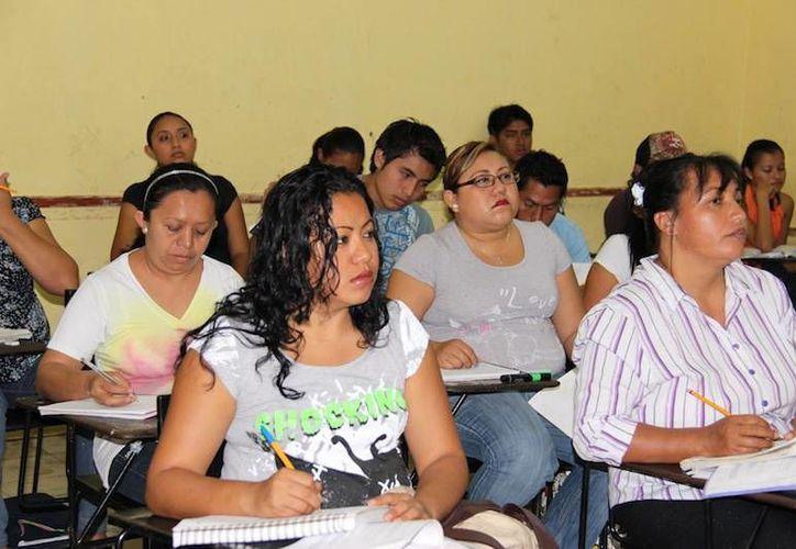 El municipio de Mérida contribuye a la educación de los jóvenes. (Milenio Novedades)