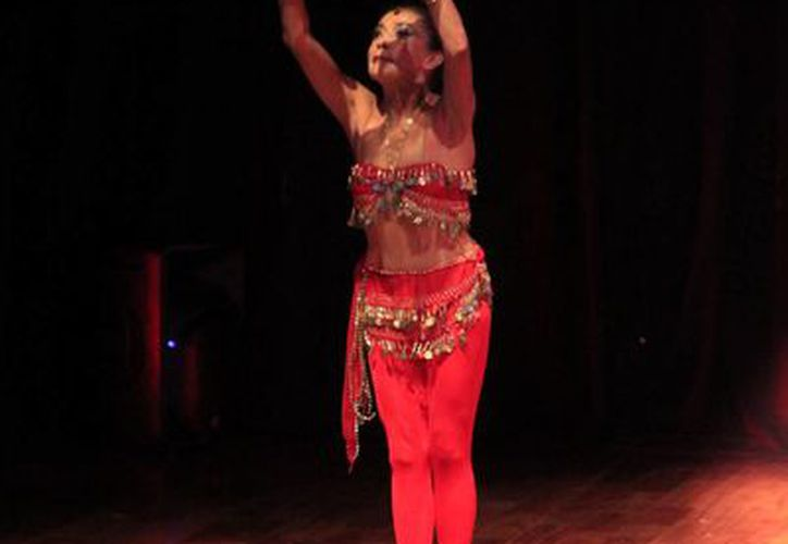 Sonia Amelio combina la danza clásica con los crótalos. (Redacción/SIPSE)