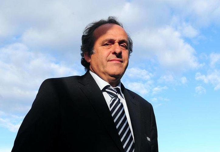 Michel Platini, quien será reelecto como presidente de la Uefa, asegura que no es su momento para encabezar la Fifa. (Foto: fanshare.com)