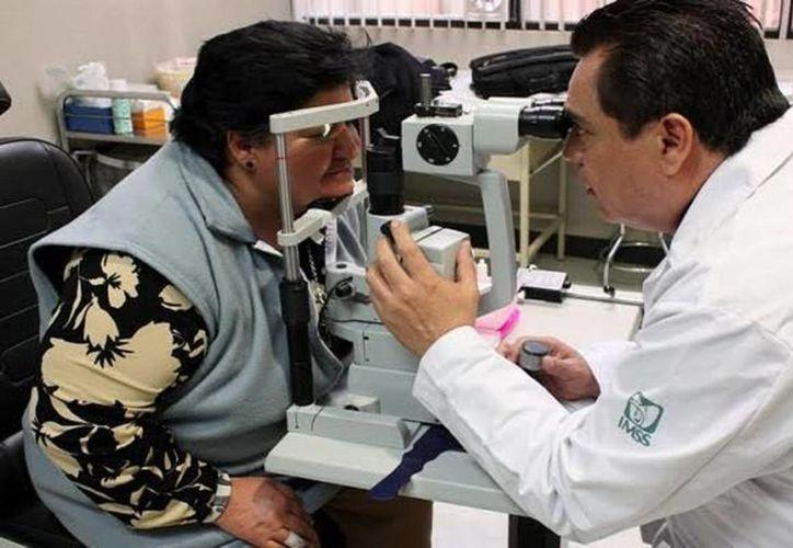 El sector salud practica unas 160 mil intervenciones oculares anualmente. (Archivo/Notimex)